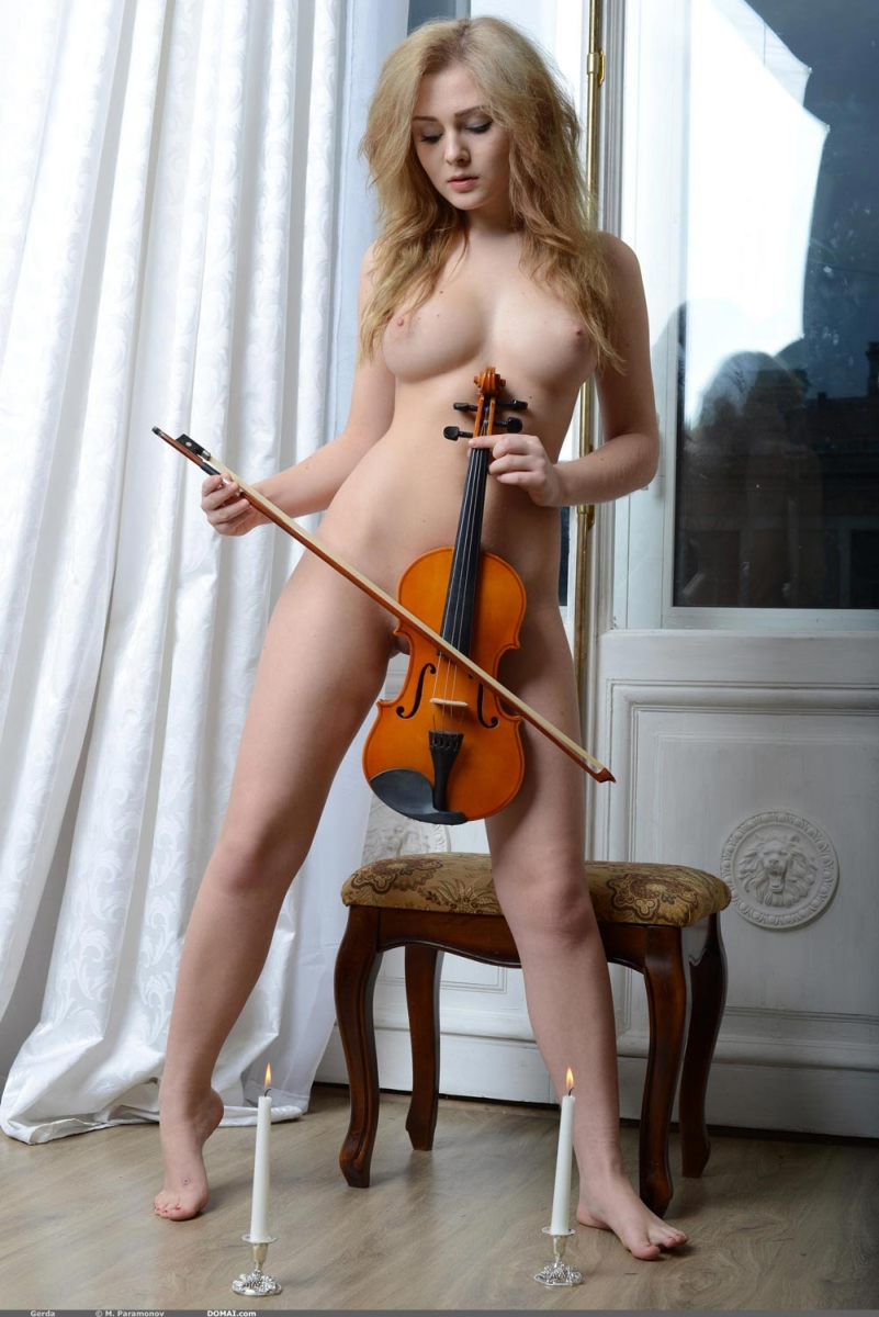 nude blonde violinist with perky tits