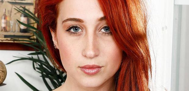 Luna Lain Horny Redhead Strips