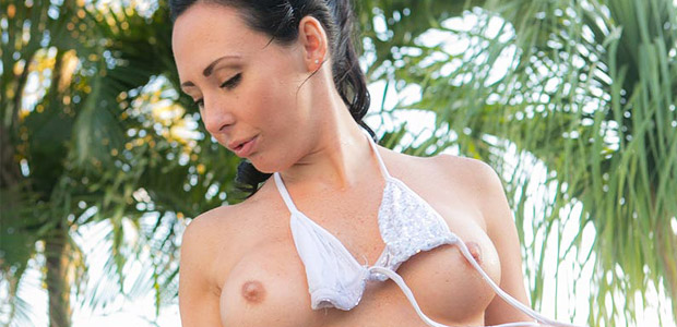 Mia Farr Wet Bikini Amateur