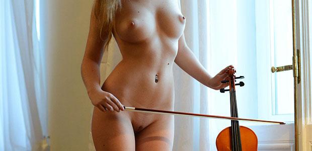 Nude blonde Violinist exposed